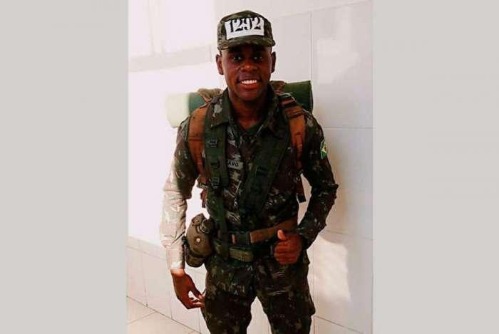 Luis Gustavo, de 20 anos, foi esfaqueado na Pra�a Afonso Pena