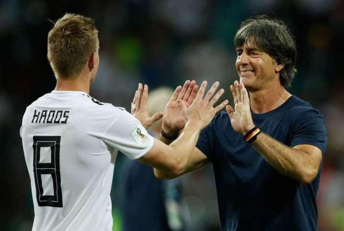 Löw diz estar muito feliz pelo gol de Kroos e que jogador não costuma cometer erros