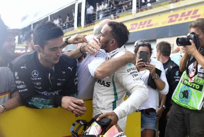 Lewis Hamilton comemora a vit�ria no GP da Fran�a