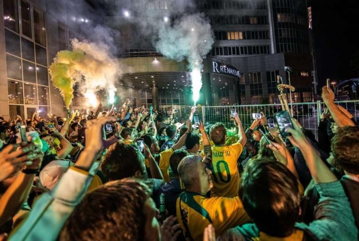 Sele��o brasileira � recebida com festa em Moscou