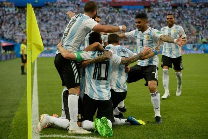 Lionel Messi vibra com seu gol