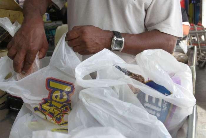 Sacolas plásticas são proibidas no estado