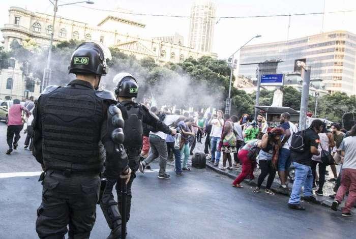 Servidores municipais do Rio protestam na Câmara e pedem acesso às galerias da Casa. Rj, 26 de junho.