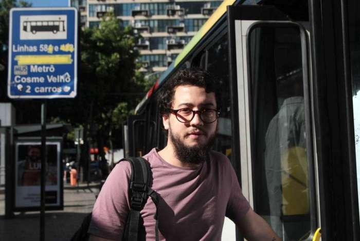 Ian reclama que a 497 termina no Largo do Machado, apesar de SMTR informar que vai até o Cosme Velho