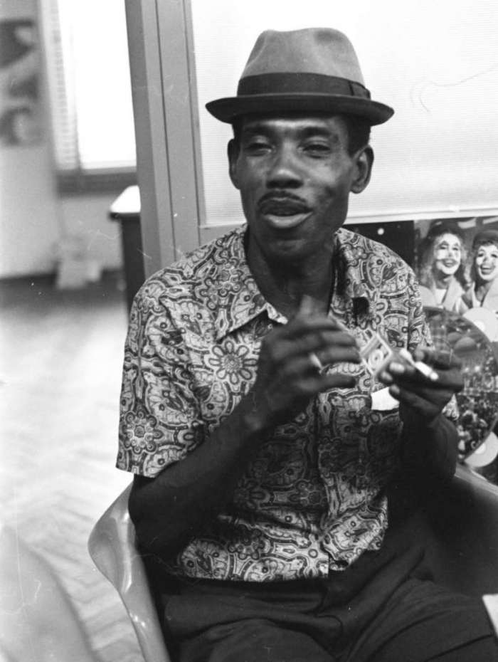 25/01/1971 - O intérprete Haroldo Melodia. Foto Arquivo O Dia / CIDADE / SAMBA / CARNAVAL / INTÉRPRETE / ESCOLA
