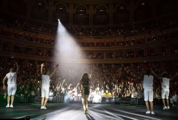 Anitta acaba de encerrar em Londres (Royal Albert Hall) sua primeira turnê pela Europa.