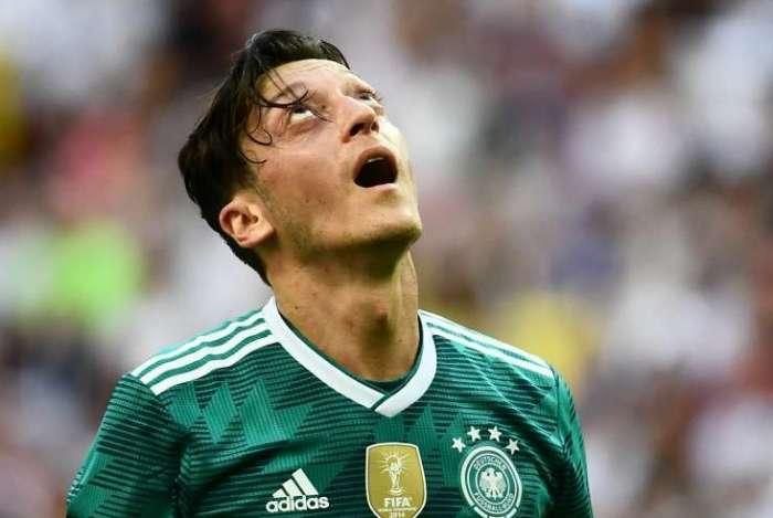 Özil foi muito criticado por suas atuações com a camisa da seleção alemã