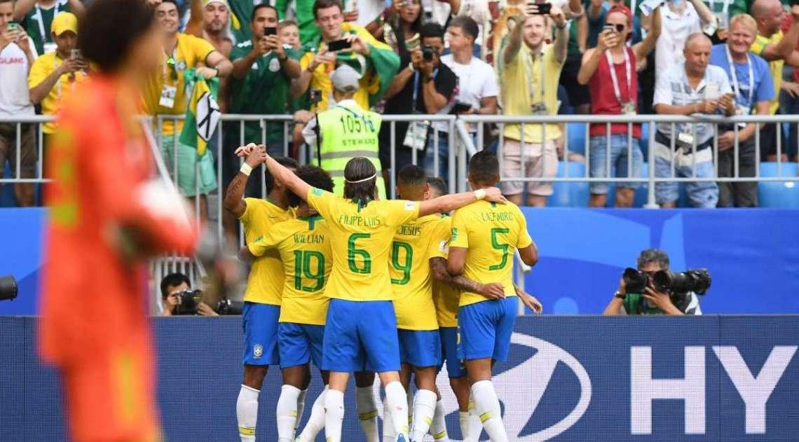 Brasil comemora gol sobre o México
