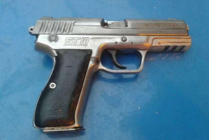 Pistola apreendida com suspeito baleado em tiroteio no bairro São Francisco Xavier