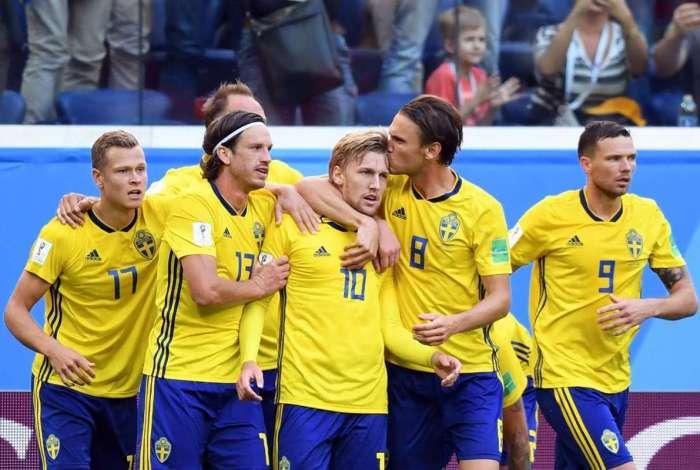 Jogadores da Suécia comemoram gol de Forsberg c6648efdd5ce5