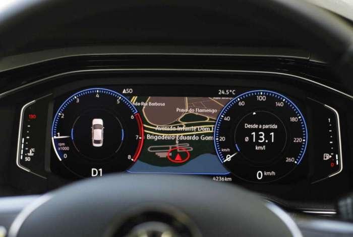 Painel de instrumentos 100% digital pode mostrar navegador GPS enquanto simula velocímetro e conta-giros