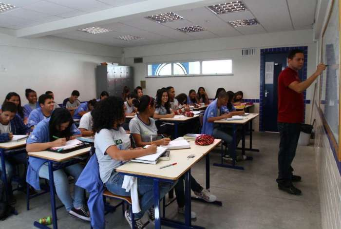 Secretaria interrompeu processo de contratação temporária de educadores