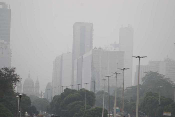 Frente fria chega ao Rio e causa pancadas de chuva e queda da temperatura