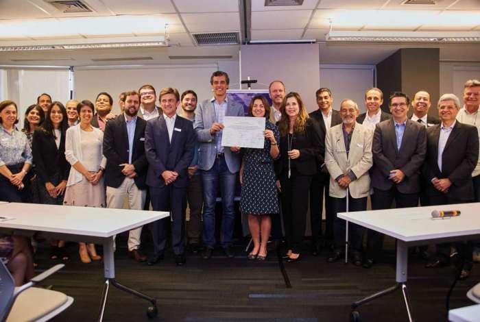 O grupo de empresários reunidos para a formalização da Coalizão Rio Digital: a proposta é formar cerca de 8 mil jovens até o fim do ano