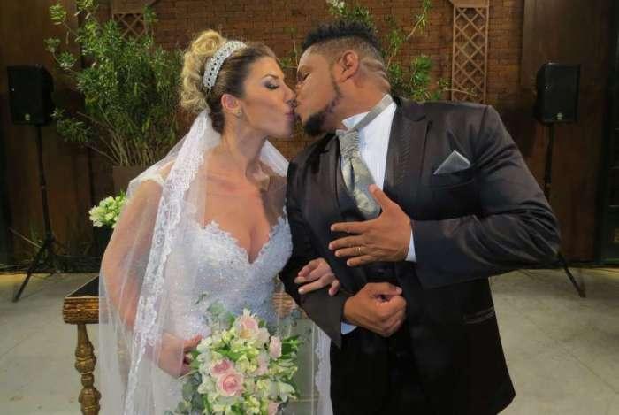 Tati Minerato e Marcelo Rocha se casam