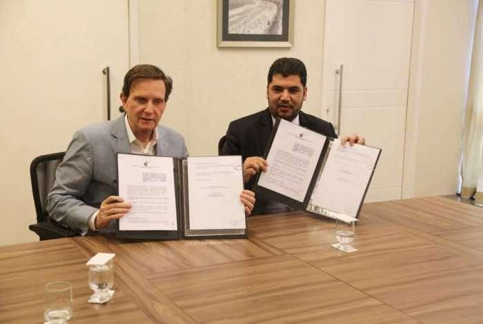 Crivella e ministro da Indústria, Comércio Exterior e Serviços assinam acordo para uso de sistema que reduz custos de obras públicas