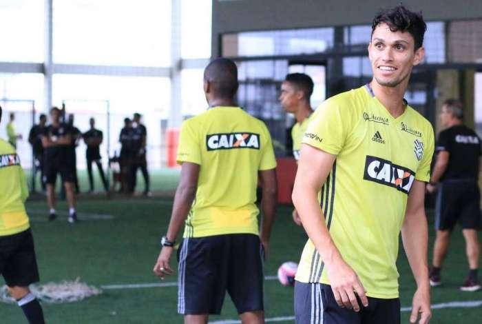 Henan, artilheiro no Figueirense, está nos planos do Fluminense