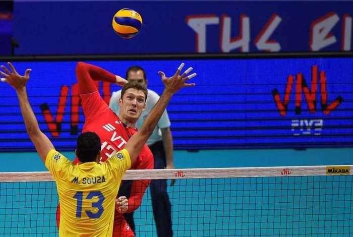 Seleção masculina de vôlei é arrasada pela Rússia na semifinal da ... 3eb1932b97f87