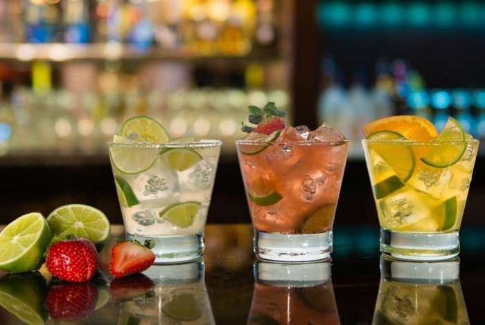 Marcas de bebidas alcoólicas podem ser proibidas de patrocinar festas estudantis
