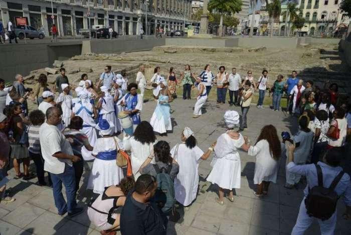 Lavagem do Cais do Valongo, por religiosos de matriz africana, marca um ano da concessão do título de Patrimônio Mundial Cultural da Unesco ao sítio arqueológico