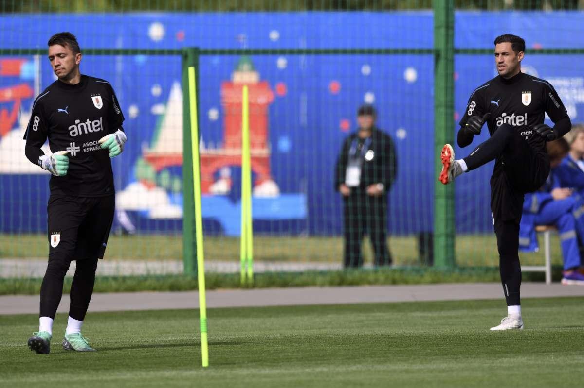 fa3edb2207 Após defender o Uruguai na Copa