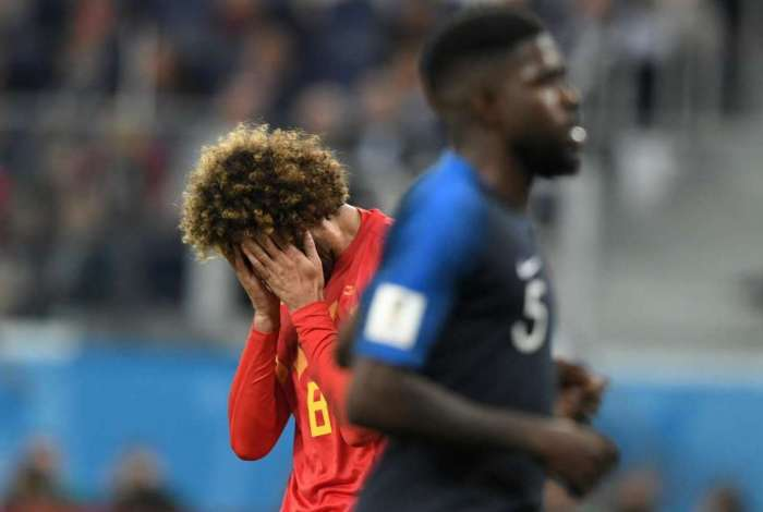 Belgium's midfielder Marouane Fellaini (L) reacts after his shot misses the goal during the Russia 2018 World Cup semi-final football match between France and Belgium at the Saint Petersburg Stadium in Saint Petersburg on July 10, 2018. / AFP PHOTO / GABRIEL BOUYS / RESTRICTED TO EDITORIAL USE - NO MOBILE PUSH ALERTS/DOWNLOADS