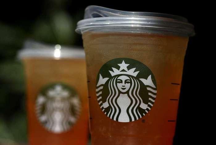 Starbucks irá abolir uso de canudos de plástico até 2020