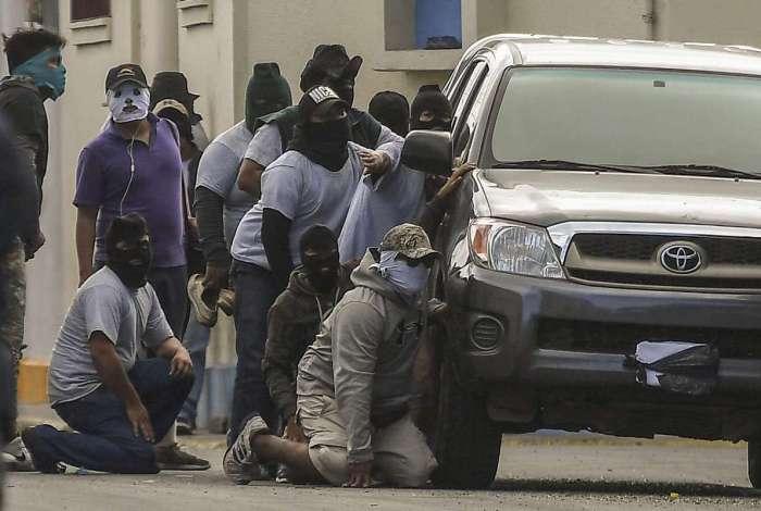 Opositores cercam a Basílica de São Sebastião, em Diriamba, na Nicarágua