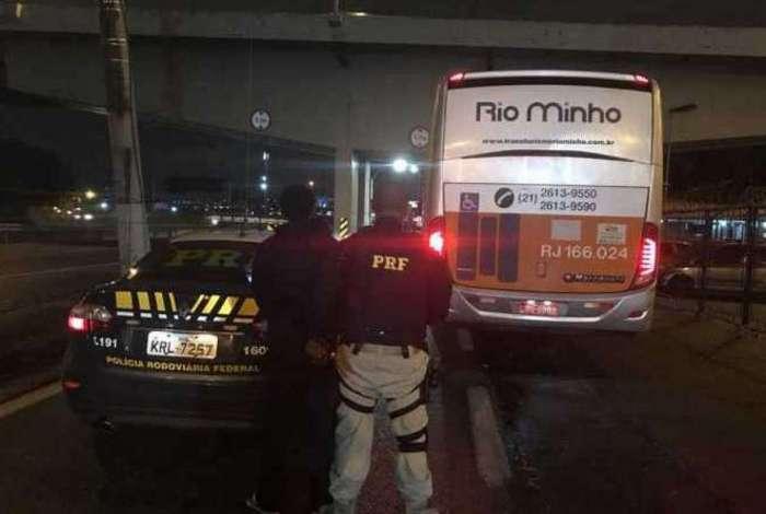 Criminoso é preso por agentes da PRF na Dutra