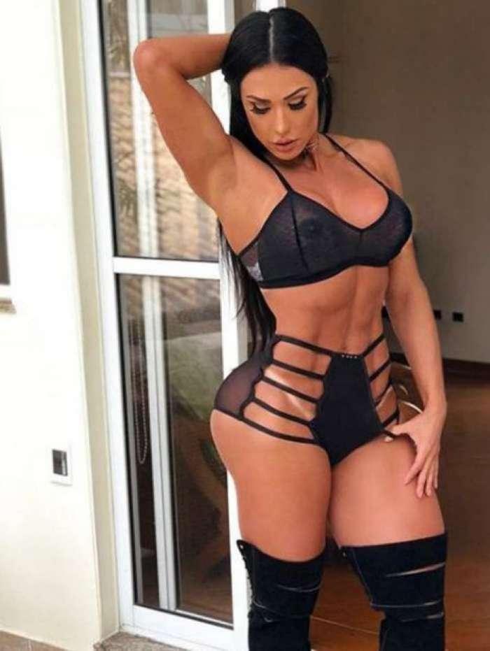 a68cdac02 Gracyanne Barbosa posa de lingerie e mostra demais