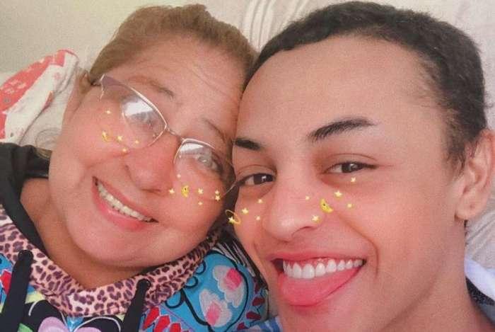 Pabllo Vittar posa com a mãe, Verônica