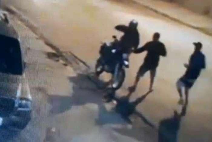 Vítima tem a moto e alguns pertences pessoais roubados