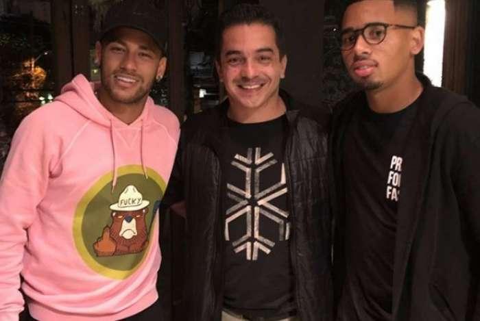 Neymar e Jesus vão a evento de pôquer em São Paulo