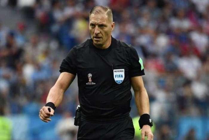 Néstor Pitana será o árbitro da final da Copa do Mundo