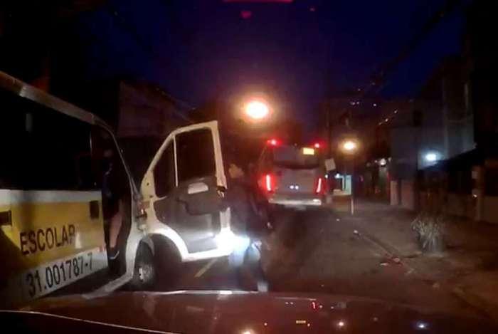 Estudantes dentro de van escolar são roubados por criminosos no Cachambi. Cerca de 20 minutos depois, empresário foi morto no Túnel Noel Rosa, em Vila Isabel