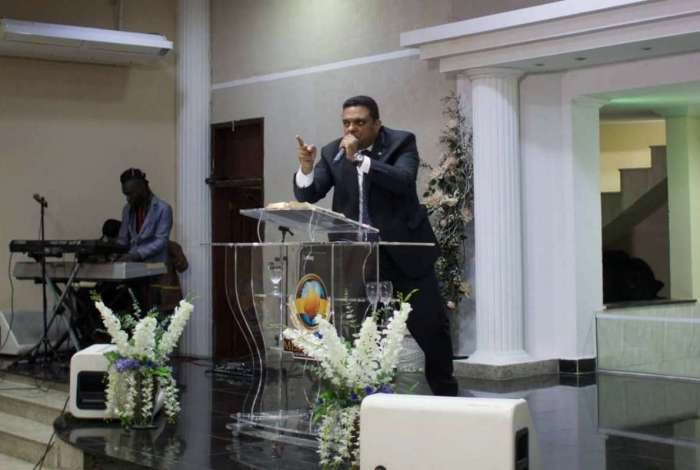 O vereador Otoni de Paula (PSC) na Assembleia de Deus Ministério Missão Vida, filial da Barra da Tijuca