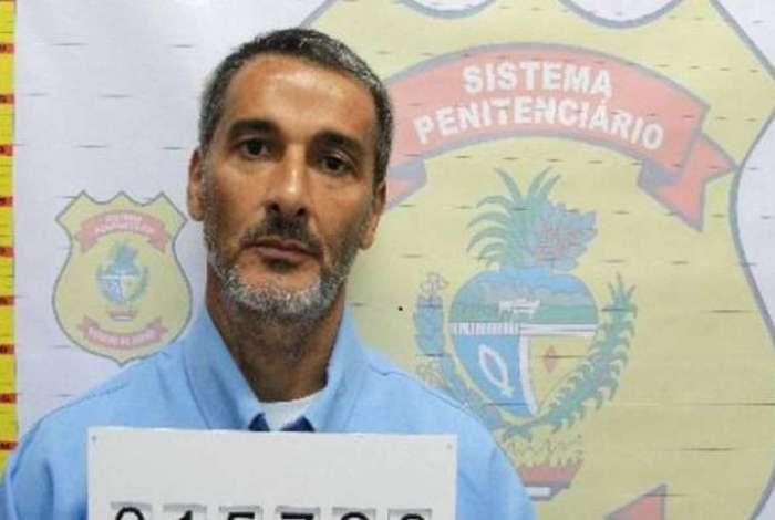 Leomar Oliveira Barbosa foi solto por engano e está foragido