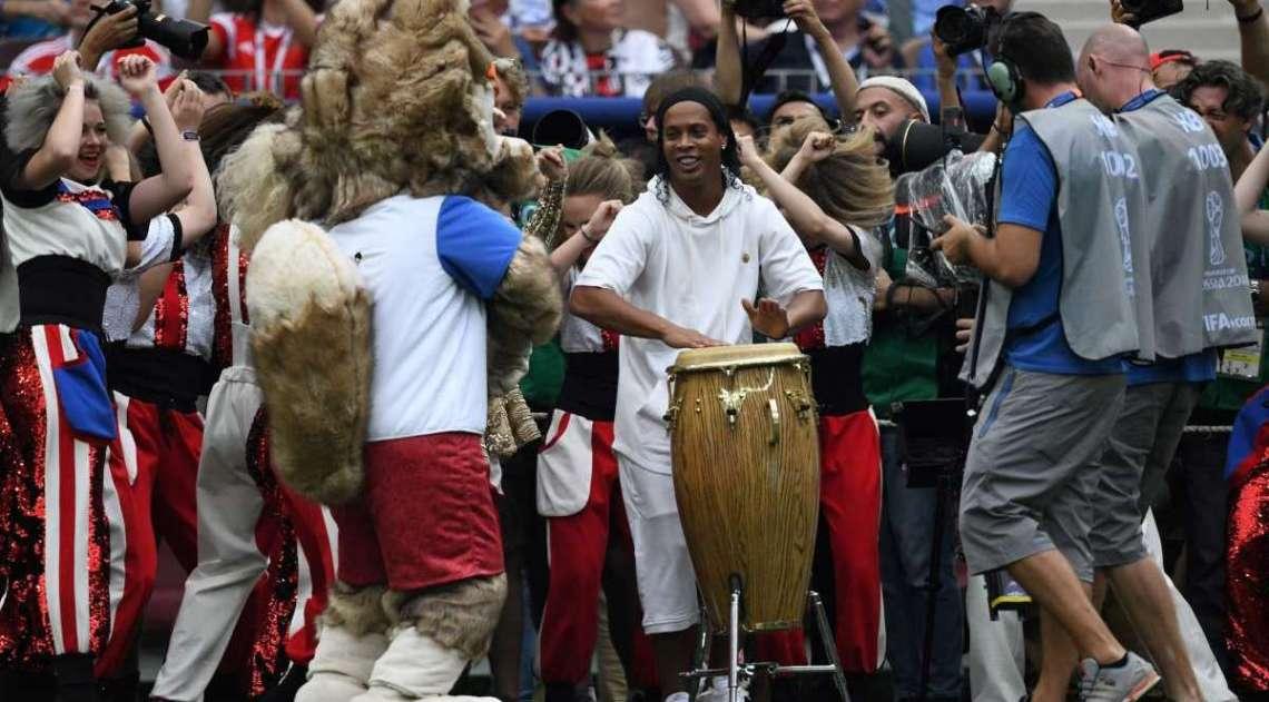 Ronaldinho participou da cerimônia de encerramento