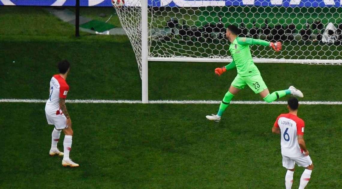Mandzukic marca contra e França abre o placar