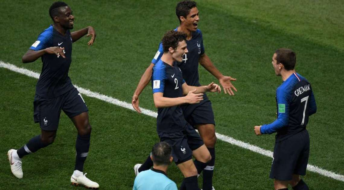 França comemora gol sobre a Croácia