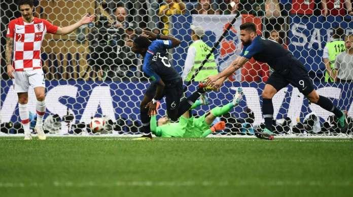 O meia Pogba marcou o terceiro gol da Fran�a, que praticamente garantiu a vit�ria sobre a Cro�cia