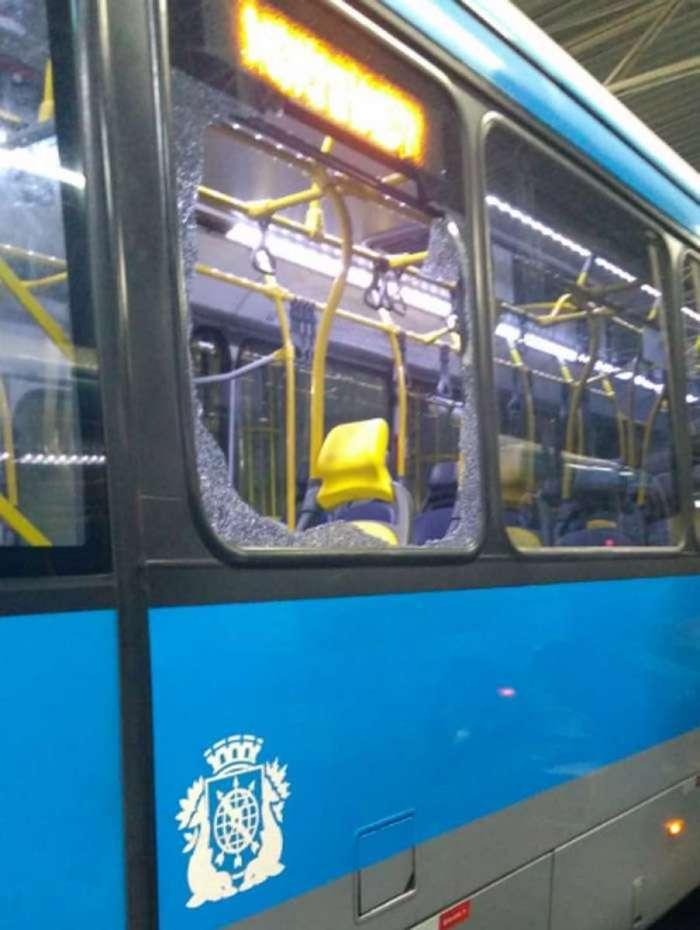 BRT interrompe serviço em três linhas por conta da ação de vândalos