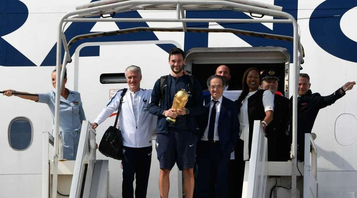Delegação da França chega a Paris