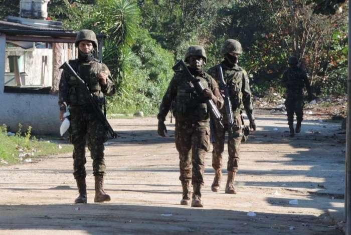 Militares na comunidade do Salgueiro, em São Gonçalo