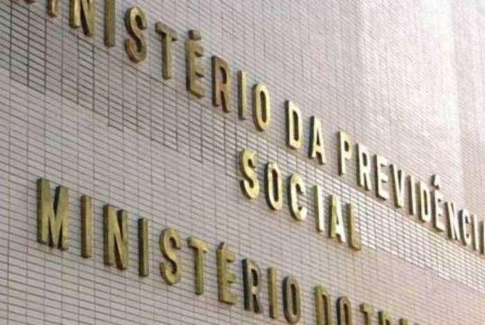 No fim de maio, a Polícia Federal deflagrou a Operação Registro Espúrio, que investiga esquema de concessão fraudulenta de registros sindicais no ministério
