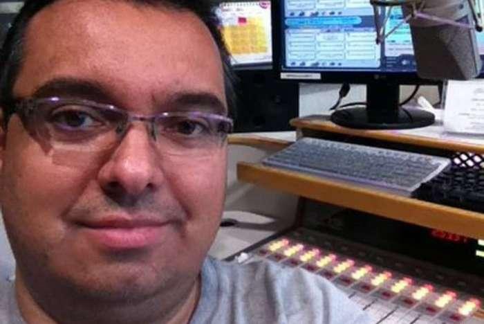 Ricardo Hill apresentava diariamente o radiojornal 'Nova Manhã', na rádio Nova Brasil FM, de São Paulo