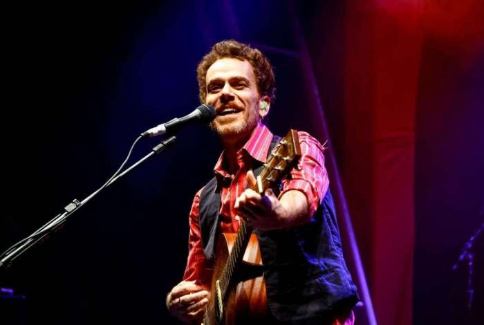 Nando Reis canta no Festival