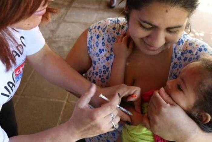 Vacina contra sarampo, rubéola, caxumba e varicela são oferecidas gratuitamente em todos os estados