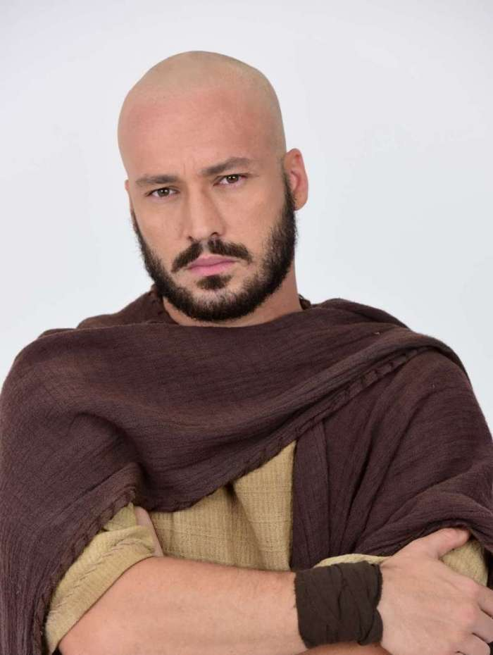 Rodrigo Andrade ficou careca para a segunda fase da novela 'Jesus'