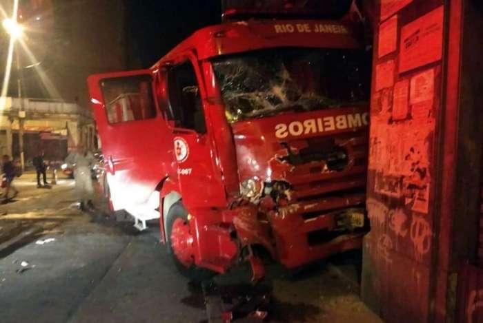 Caminhão se chocou contra um prédio da região